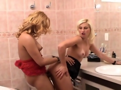 Slutty shemale added to naughty Irish colleen knowing how to short-circuit their age to rest-room