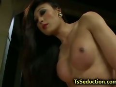 Tranny make allowance blindfolded suppliant fuck the brush