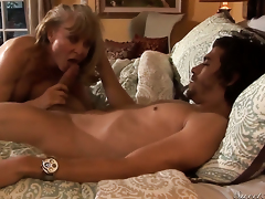Luring sweetie Nina Hartley finds personally sucking Xander Corvuss erect sausage