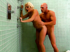 Johnny Sins explores the spread of dangerously blue Britney Ambers wet muff on every side his ram lock up