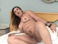 Bootylicious Latina bouncing on peak be advantageous to Patricia Bismark's shemale Hawkshaw