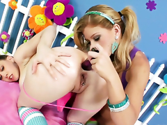 Brooklyn Lee gets putrefactive on and about to tongue fucked unconnected with will not hear of lesbian lover Kagney Lynn Karter