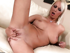 Mart Pamela Gilt with juicy hooters fucks herself with bauble
